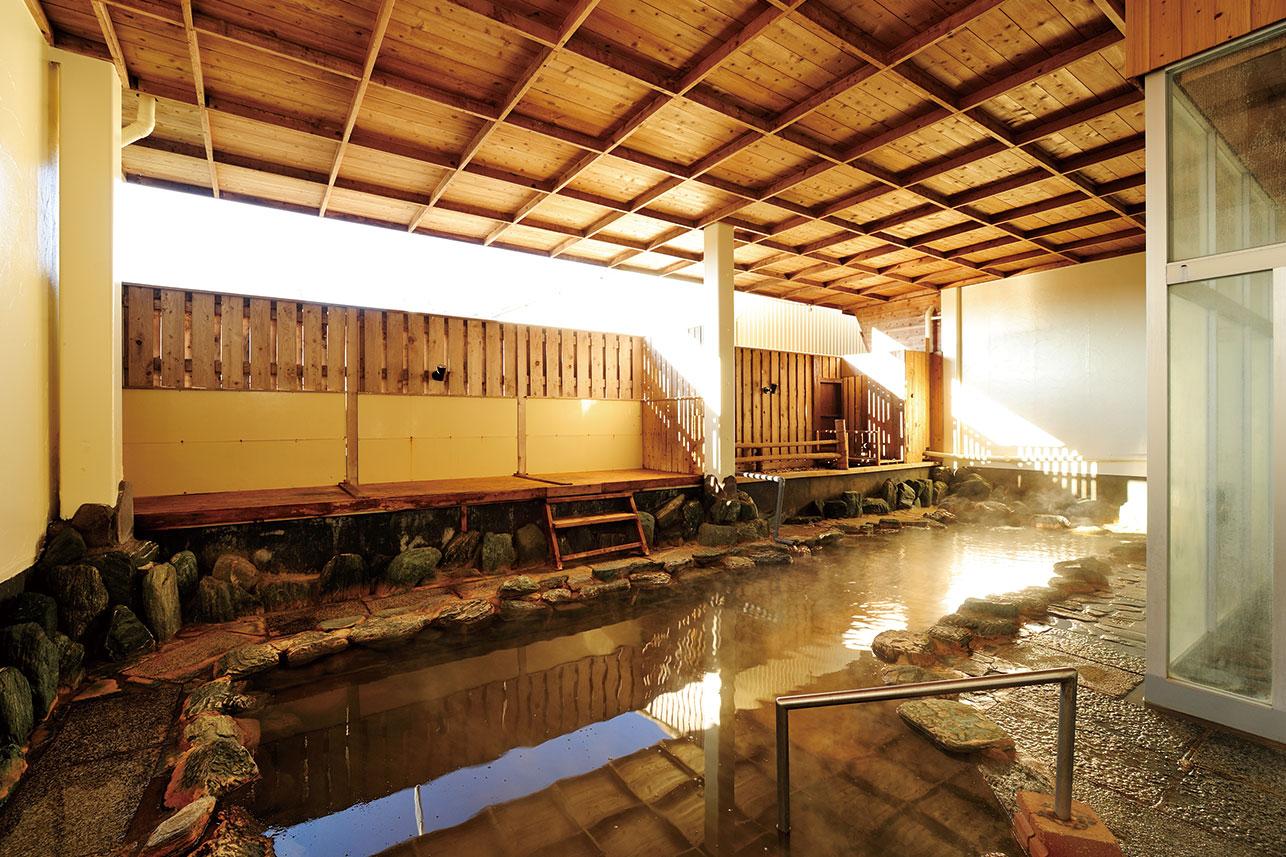 都会にありながらも本格的な天然温泉・充実の施設と設備